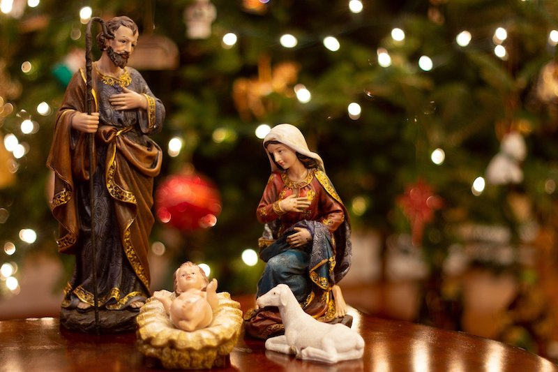 baby-jesus-polish-christmas-traditions.jpg