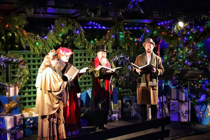 carolers-polish-christmas-traditions.jpg